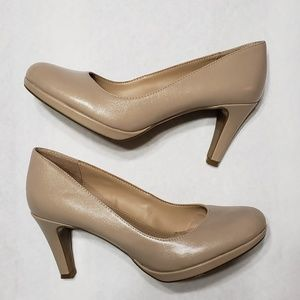 Naturalizer nude heels size size 7.5